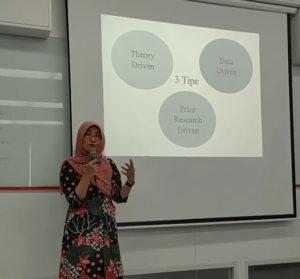 Mempelajari Penelitian Kualitatif Bersama Ibu Wiwin Hendriani