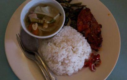 "Nasi Ayam Bumbu Rujak, Tumis Kangkung & Sop – KEDAI ""BU LIK"""