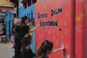 Mural Rumah Ibadah di Gang 3 Dolly Saiki Kado untuk Kota Surabayaku